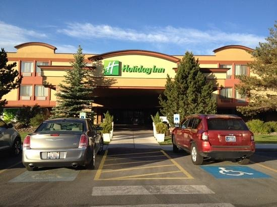 Holiday Inn Missoula Downtown : Front view of hotel