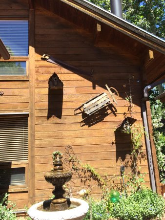 The Canyon Wren - Cabins for Two: Outside the Sycamore Cabin- very cute decor inside and out.