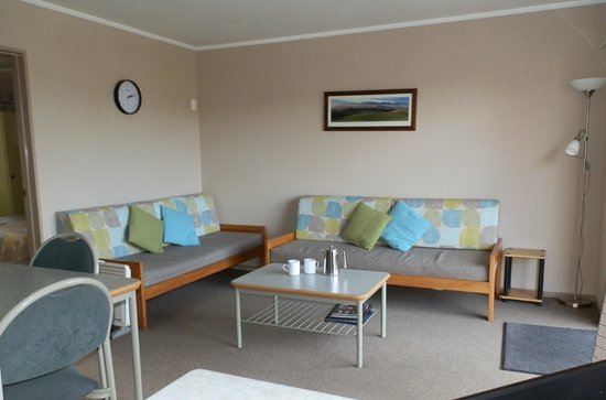 ‪‪Timaru TOP 10 Holiday Park‬: Top Motel unit, lounge‬