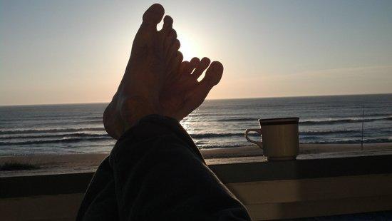 Blue Heron Motel: Starbucks French Roast and the sunrise over the Atlantic