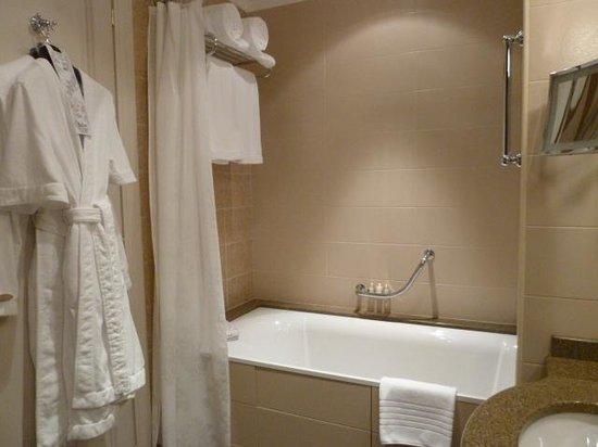Radisson Royal Hotel Moscow: Marble bathroom