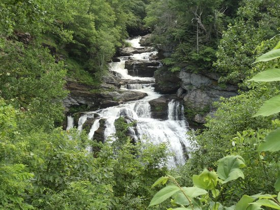 North Carolina Mountains, Carolina del Norte: Falls off Highway 28