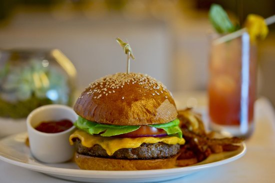 The Restaurant at The Raleigh: Cheeseburger