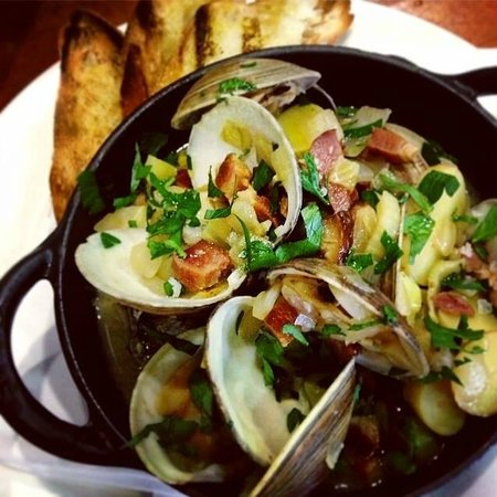 The Restaurant at The Raleigh: Clams Casino
