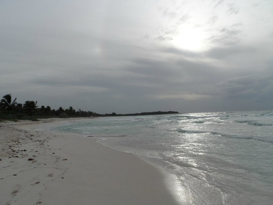 Catalonia Royal Tulum: Looking to the North on the beach
