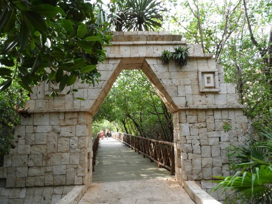 Catalonia Royal Tulum: walkway to beach