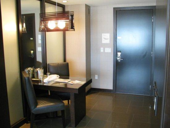 Vdara Hotel & Spa: Entrada do quarto/cozinha