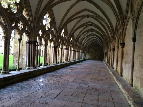 Salisbury Cathedral and Magna Carta: A cloistered walkway very peaceful and beautiful