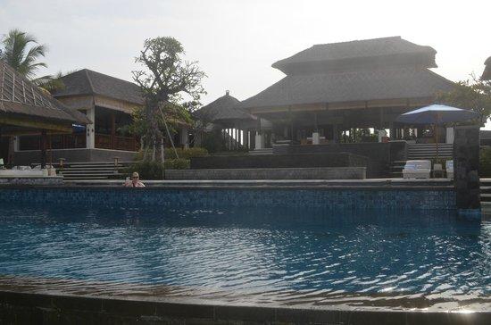Anapuri Villas: Lost in the massive pool at Puri Salila