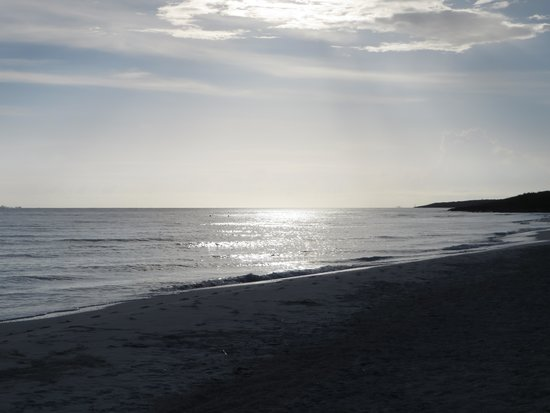 Memories Paraiso Azul Beach Resort: sunrise on the beach