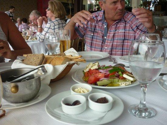 Zorbas Restaurant: Tablle
