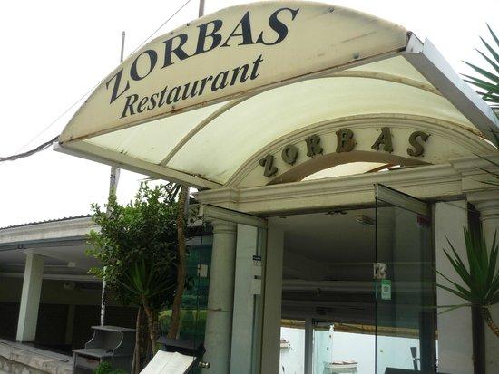 Zorbas Restaurant: Entrance