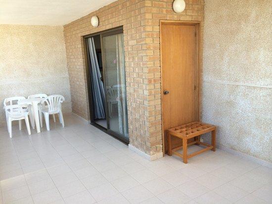 Vistamar Apartments: Big balcony (room 1804)