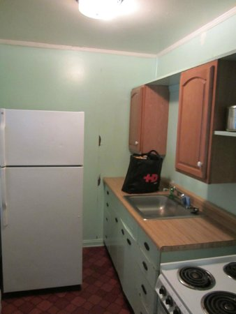 Silver Sands Motel & Beach Cottages: Kitchen in the one-bedroom cottage