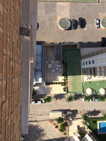 Vistamar Apartments: View straight down from 1804 (18 floors up)