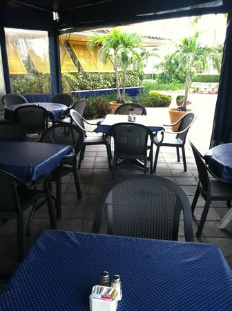 Juno Beach Fish House: Dine Alfresco.