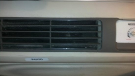 Days Inn Columbus Fairgrounds: AC unit has no vanes to adjust air movement up or to either side. Comes straight at bed.