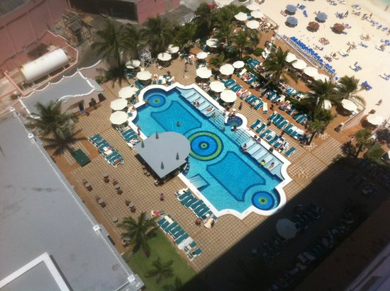 Hotel Riu Palace Paradise Island: pool from room
