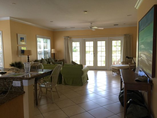 Tranquility Bay Beach House Resort : End unit house
