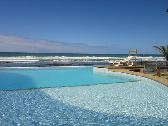 Pousada Restinga : pool and ocean