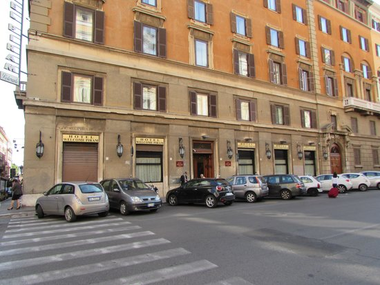 Welcome Piram Hotel: outside of hotel
