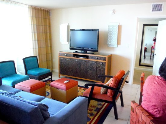 Marriott's Crystal Shores: Living area & TV