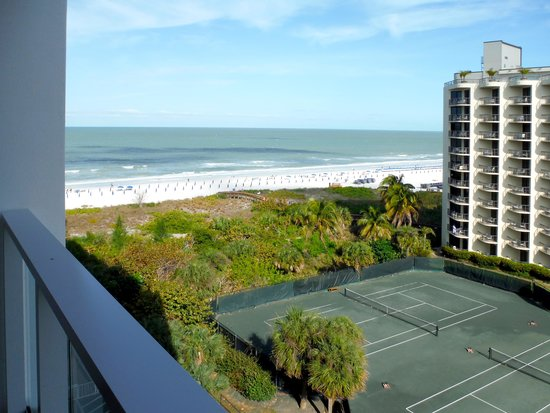 Marriott's Crystal Shores: Balcony view of beach, surf, & Hilton hotel