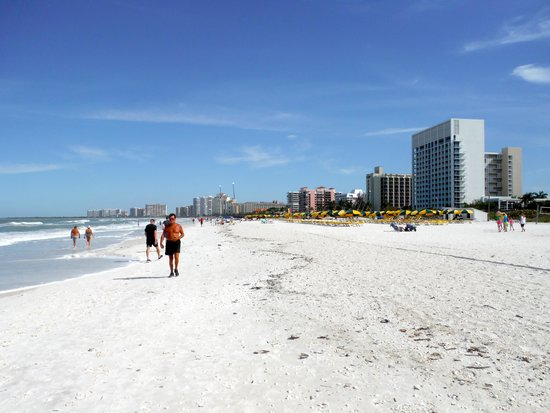 Marriott's Crystal Shores: North facing view of beach & Marriott bldgs on right