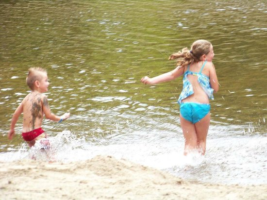 Yogi Bear's Jellystone Park Camp-Resort at Paradise Pines: Playing in the river.