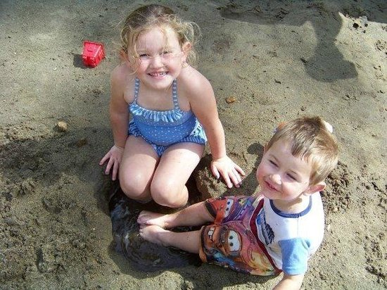Yogi Bear's Jellystone Park Camp-Resort at Paradise Pines: Making sandcastles at the beach.