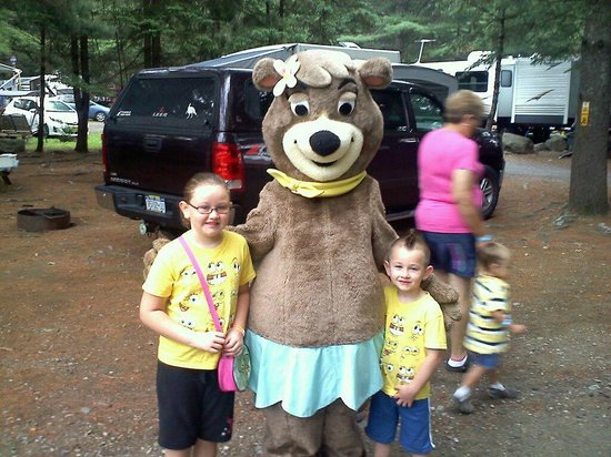 Yogi Bear's Jellystone Park Camp-Resort at Paradise Pines: Cindy Bear for a visit!