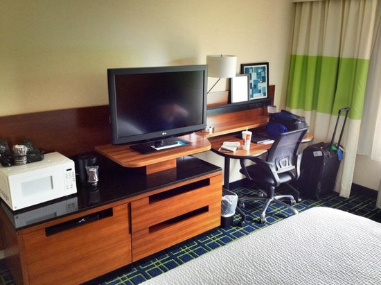 Fairfield Inn Corning Riverside : Desk and TV in room