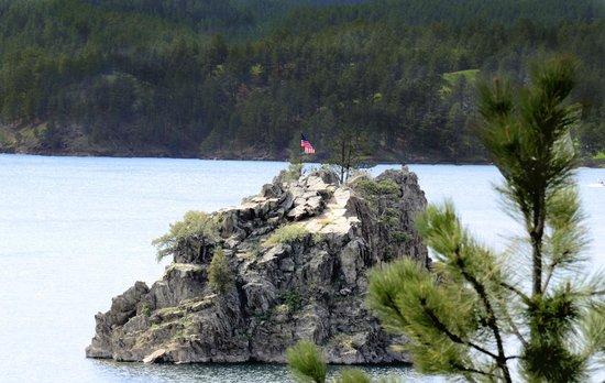Summer Creek Inn : Lake Pactola...just a short distance from the Inn