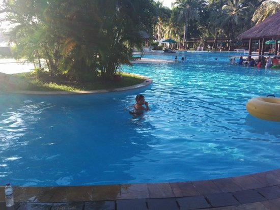 The Santosa Villas & Resort: Poolside