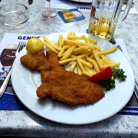 Rheinfelder Bierhalle: Wiener schnitzel
