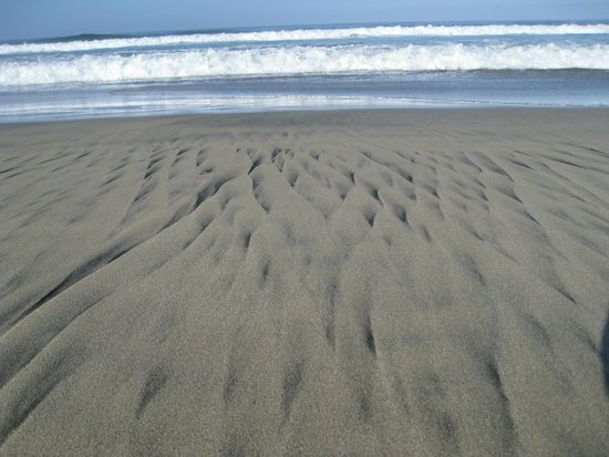 Cerritos Surf Town: Lovely black-and-tan patterns on the beach...