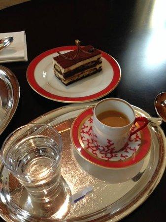 Park Hyatt Abu Dhabi Hotel & Villas : Park Hyatt Library coffee