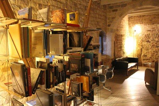 Mercer Hotel Barcelona: library/computer room