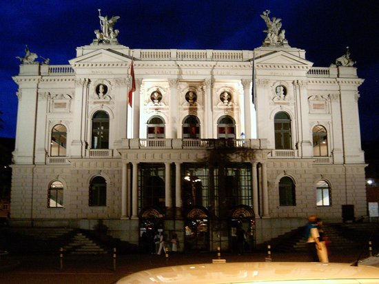 Opernhaus: Opera House