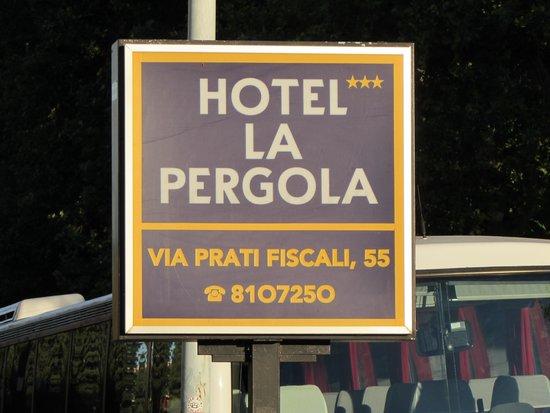 Hotel La Pergola: Hotel sign
