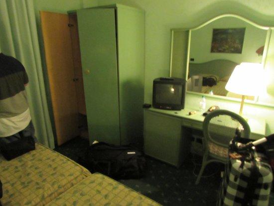 Hotel La Pergola: Desk
