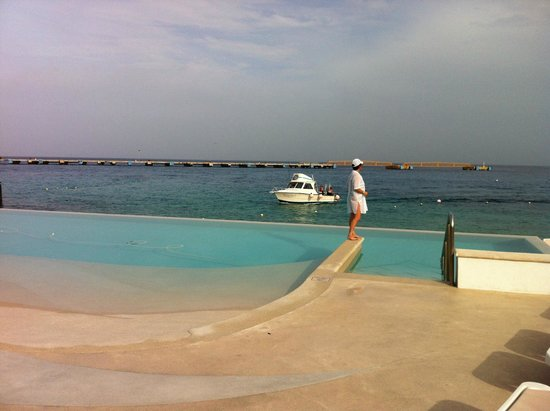 Grand Park Royal Cozumel: wife at fresh water pool