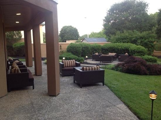 Courtyard by Marriott Wilmington Brandywine: outdoor seating that is a dream to sit in and relax