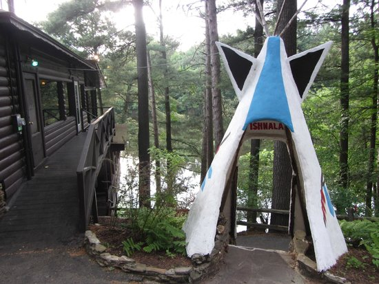 Ishnala Supper Club : Teepee over looking Mirror Lake