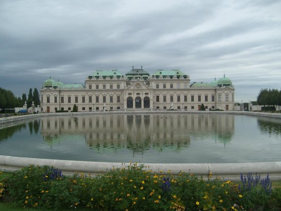 Belvedere Palace Museum: Belvedere Palace and Museum