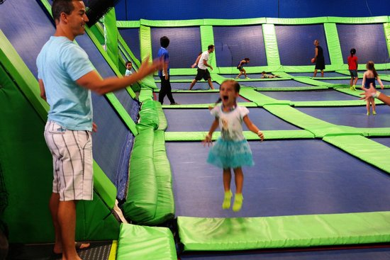AirHeads Trampoline Arena : Having fun with Daddy