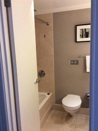 Jupiters Hotel & Casino Gold Coast: Bathroom