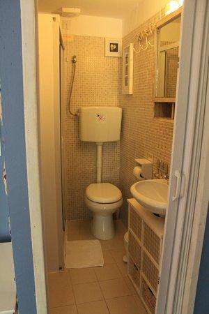 Hotel Attiki: Banheiro