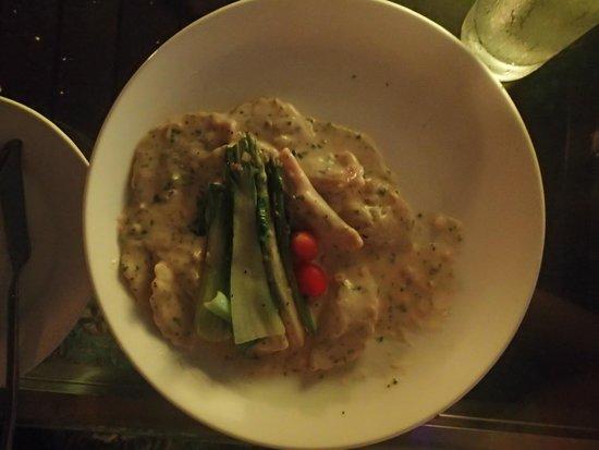 Grand Swiss-Belhotel Medan: The Edge Restaurant - yum!