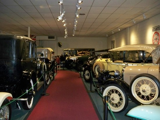The Car and Carriage Caravan Museum : Cars
